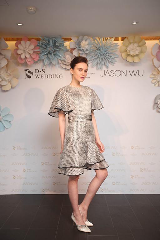 0419 2016 D-S Wedding春夏「Blossom綻放」x Jason Wu禮服發表會_Jason Wu灰色木紋荷葉浪袖洋裝_NTD$119,000