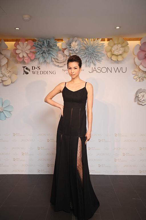 0419 2016 D-S Wedding春夏「Blossom綻放」x Jason Wu禮服發表會_Jason Wu黑色V領羊毛紗禮服